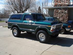 Bronco before lift with 35s on 17s